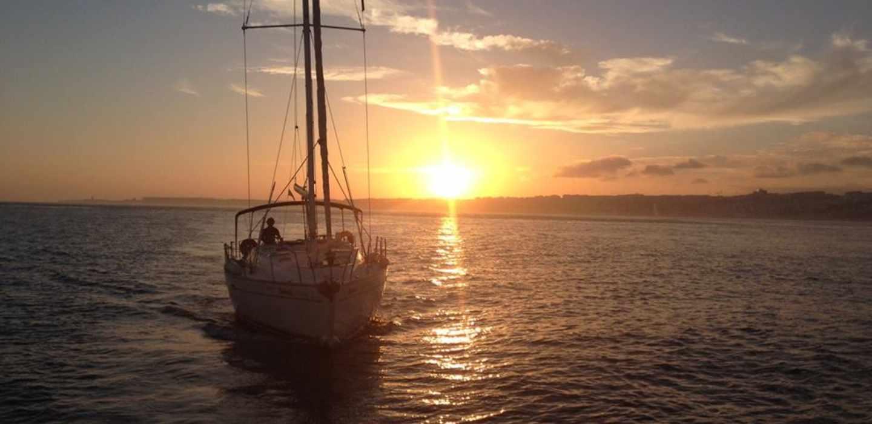 Lizbon: Tagus Nehri'de 2 Saatlik Gün Batımı Tekne Turu