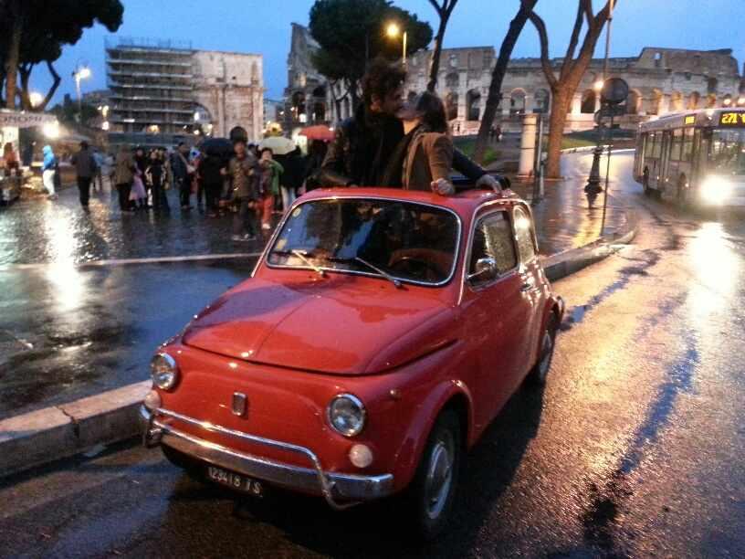 Roma'da Klasik bir Fiat 500 ile Romantik Gece Turu