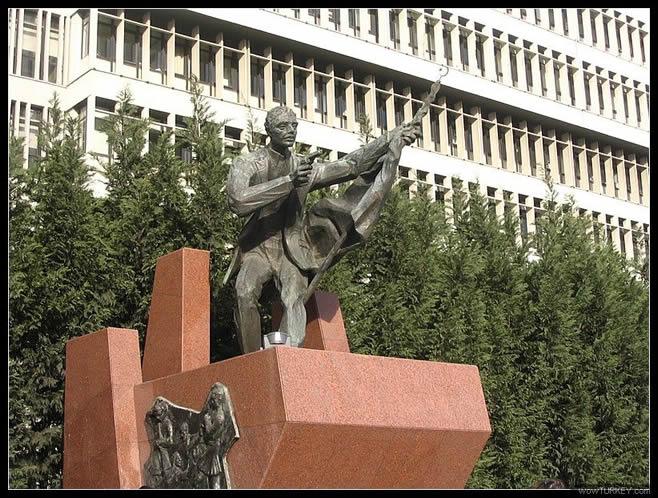 İlk Kurşun Anıtı